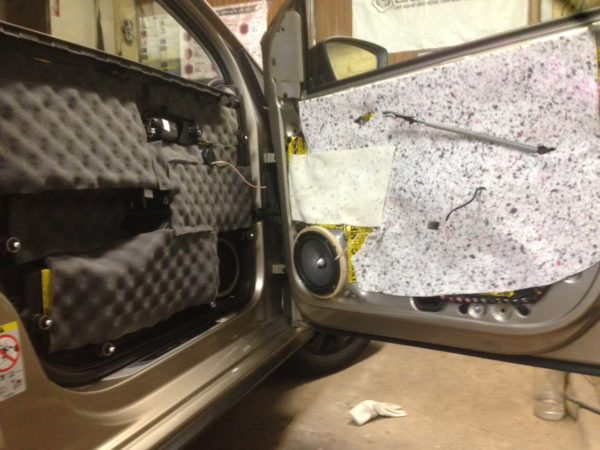 Шумоизоляция установка динамиков VW Polo GT